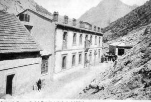 CALDAS DE NOCEDO. VISTA DE LA FACHADA DEL HOTEL