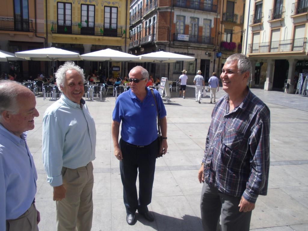 con Jesús Celis Pte Inst Leonés Cultura Pza Mayor Asto